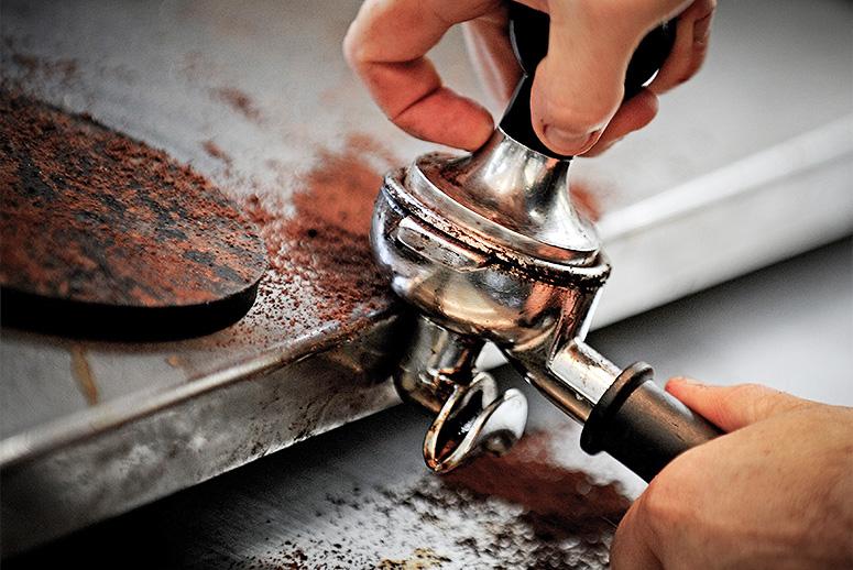 Các nhà khoa học khẳng định: Bã cà phê là một bảo bối, đừng bỏ lỡ 7 cách dùng hữu ích - Ảnh 7.